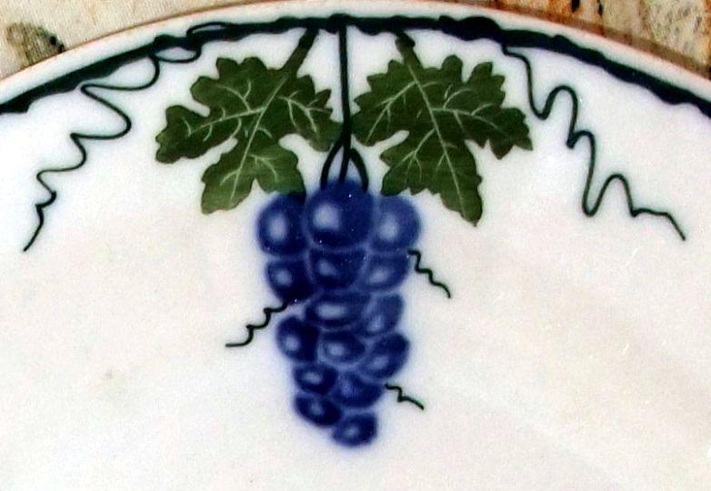 Bilder Blaue Weintrauben ~  und Weinblättern sowie Weintrauben mit blauen (roten) Beeren